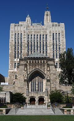 Sterling_Memorial_Library_4,_September_1,_2008
